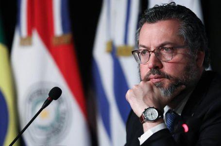 Ernesto Araújo desmente matéria da Época sobre aquecimento global